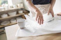 Poterie d'emballage de poterie en papier — Photo de stock