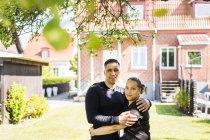 Couple hugging in green yard — Stock Photo