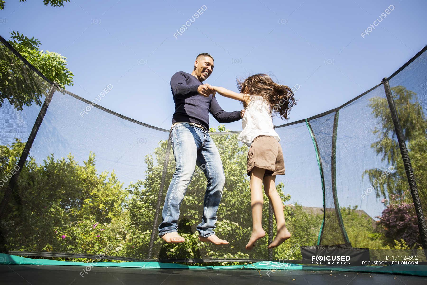 Пригает на брате, Сестра со сломанной рукой скачет на большом члене брата 14 фотография