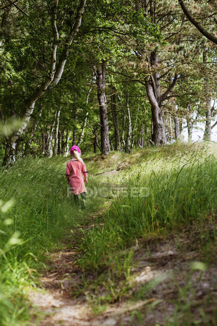 Girl walking in forest — Stock Photo