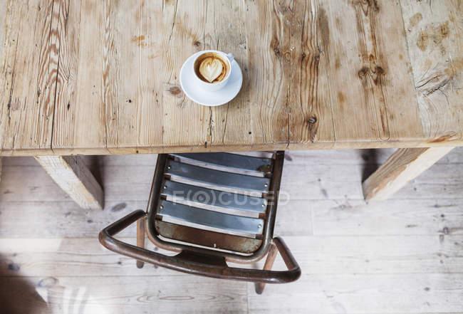 Café en la mesa del restaurante - foto de stock