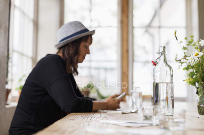 Woman using phone while sitting — Stock Photo