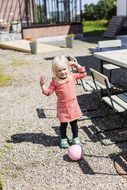 Girl playing with ball — Stock Photo