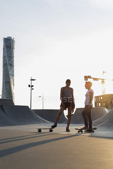 Teenage girls with skateboards at skate park — Stock Photo