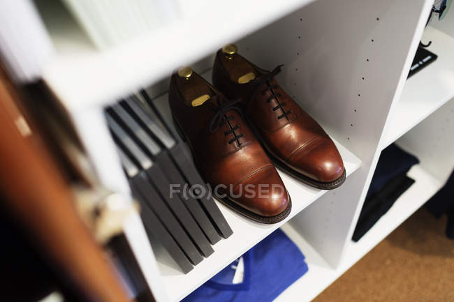 Brown shoes and books — Stock Photo