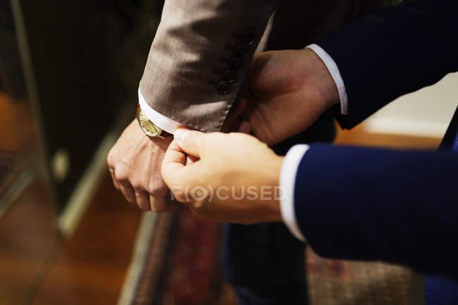 Клерк сбываний регулировки клиентов рукав — стоковое фото