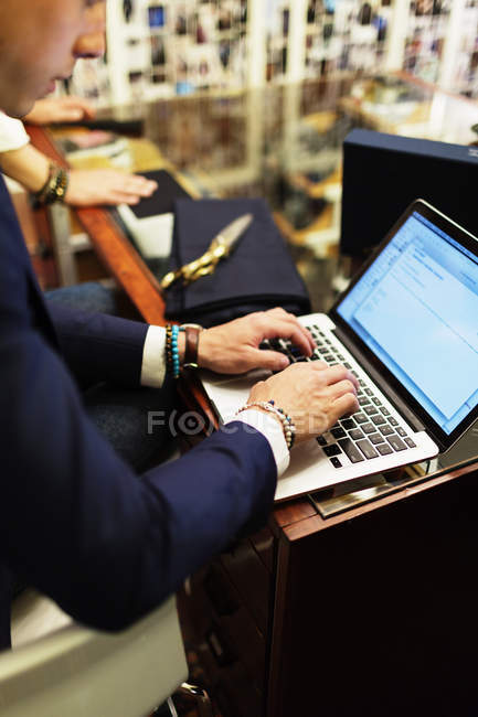 Salesman using laptop — Stock Photo