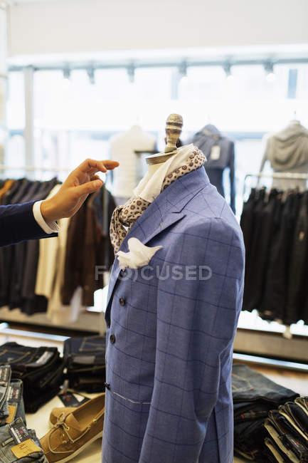 Манекен у магазин одягу — стокове фото