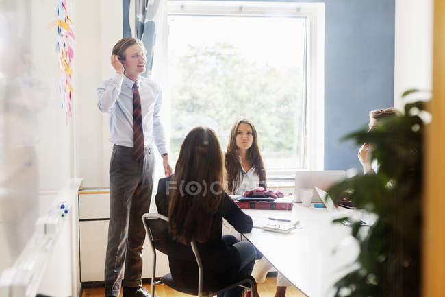 Businesspeople in office meeting — Stock Photo