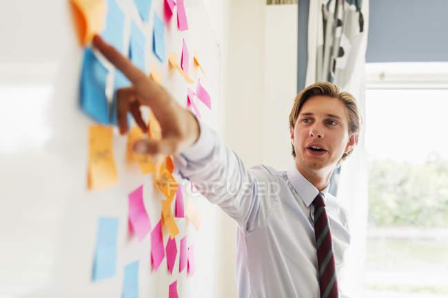 Young businessman explaining strategy — Stock Photo