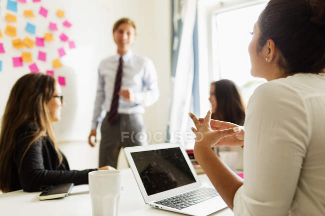 Colleagues in business meeting at office — Stock Photo