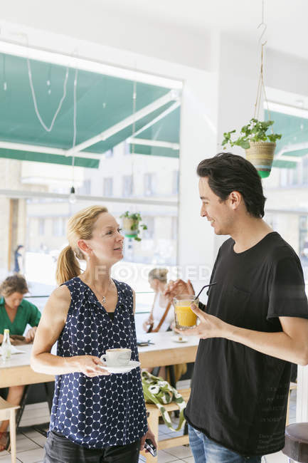 Mid adult man talking with woman — Stock Photo