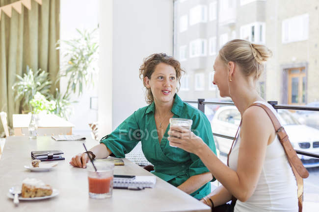 Mid adult women talking — Stock Photo