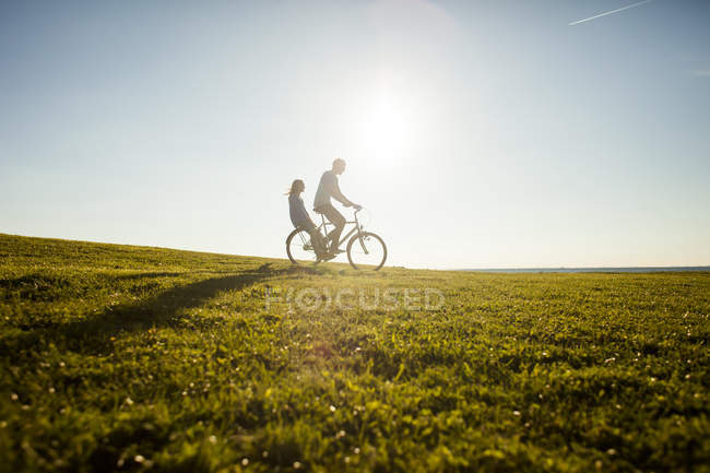 Couple riding bicycle — Stock Photo