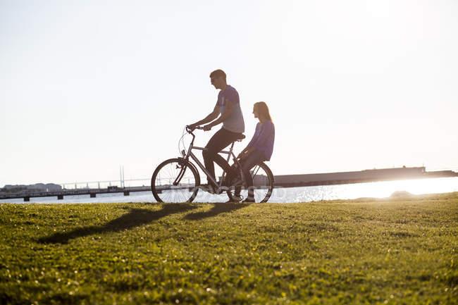 Couple riding bicycle — стоковое фото