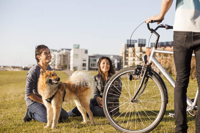 Couple with dog and bicycle — Stock Photo