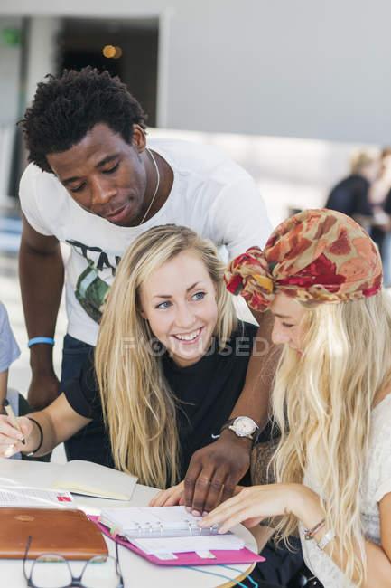 Колледж студент, учащийся — стоковое фото
