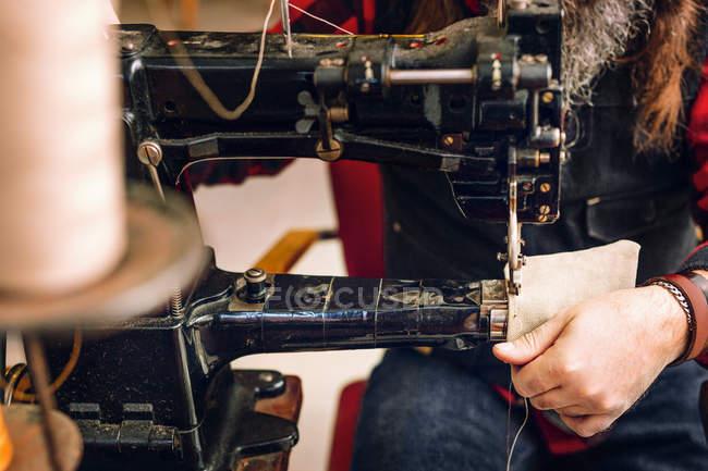 Tasca di lavoratore per cucire sacchetto — Foto stock