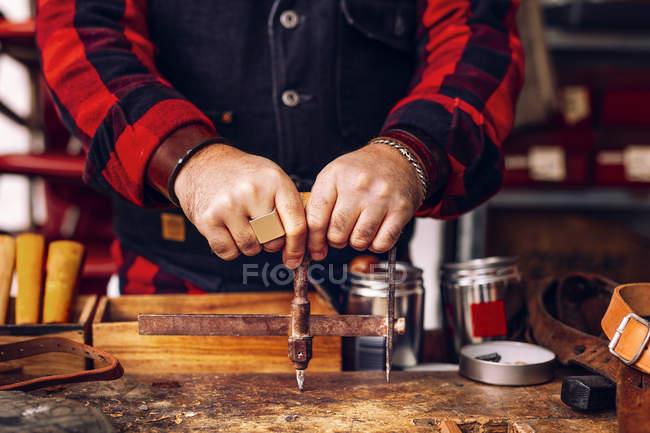 Worker using measuring equipment — Stock Photo
