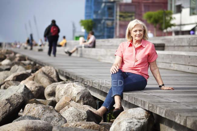 Felice donna anziana — Foto stock