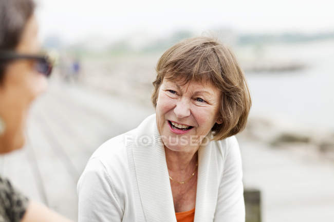 Heureuse femme senior — Photo de stock