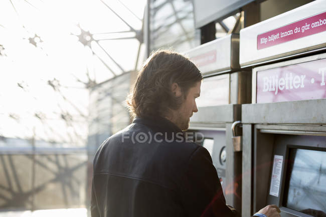 Man buying train ticket — стокове фото