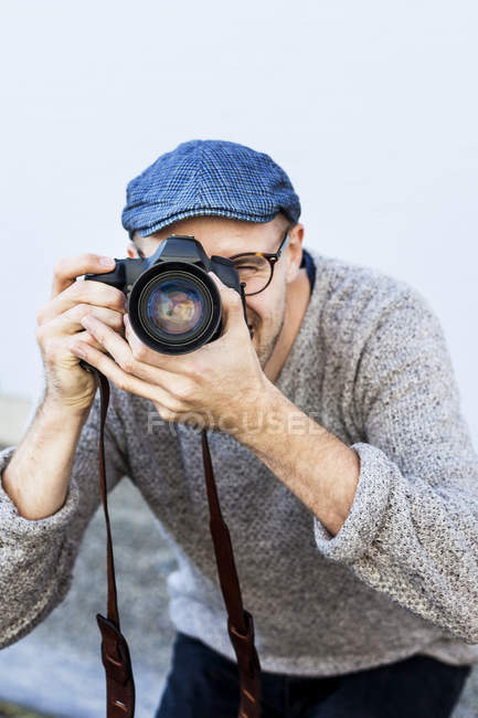 Mid adult man photographing — Stock Photo