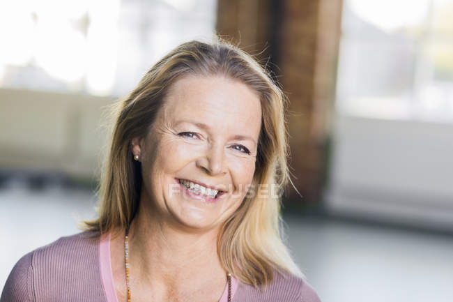 Mature woman smiling — Stock Photo