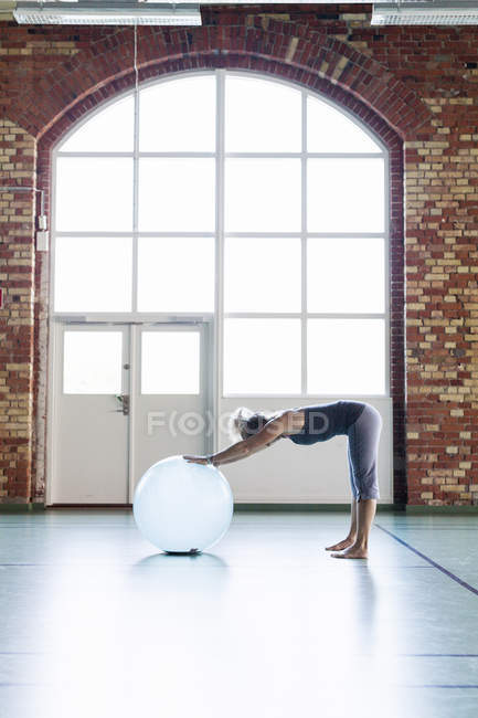 Voller Länge Frau Ausübung — Stockfoto