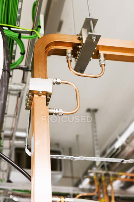 Детали машины на заводе — стоковое фото