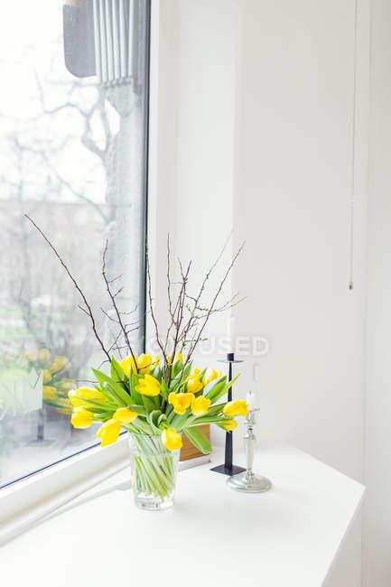 Tulip flowers in vase — Stock Photo