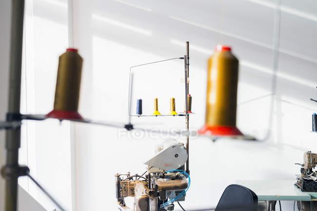 Thread Шпулі заводі — стокове фото