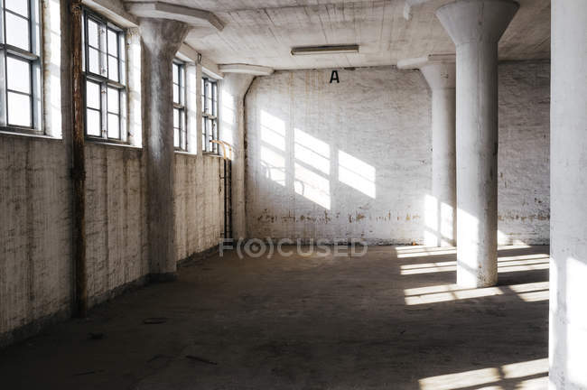 Columns in abandoned room — Stock Photo
