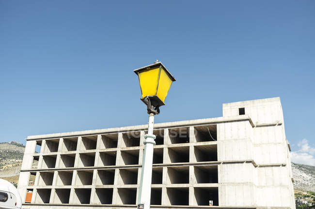 Street light against incomplete building — Stock Photo
