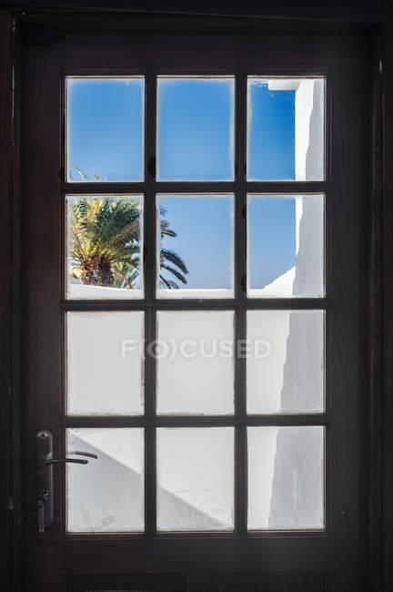 Balkon aus Glastür gesehen — Stockfoto
