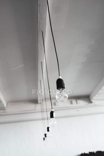 Anhänger der Lampe von der Decke hängen — Stockfoto