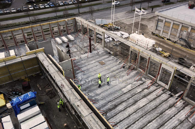 Trabajadores de la construcción - foto de stock