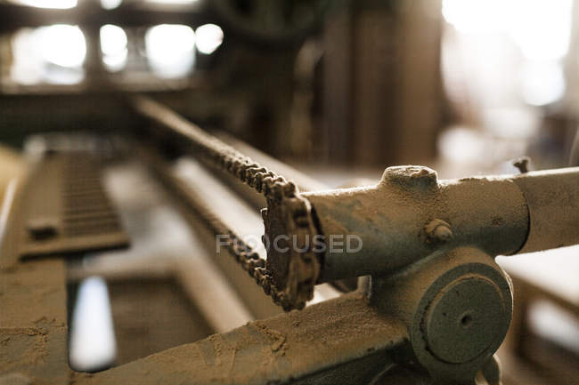 Machine with metal chain in workshop — Stock Photo