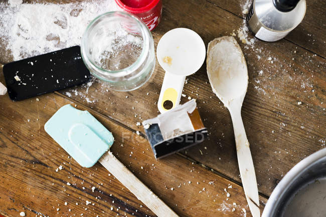 Baking equipment on table — Stock Photo