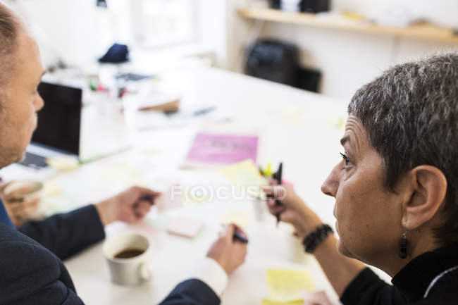 Business colleagues discussing in office — Stock Photo
