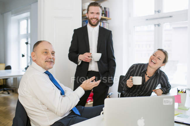 Business people  communicating in office — Stock Photo