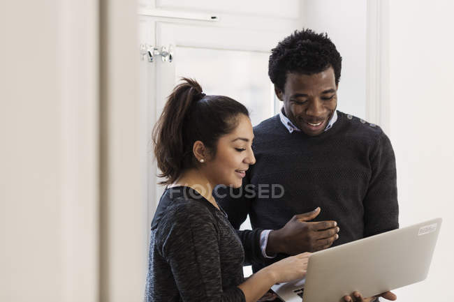 Business people using laptop together — Stock Photo