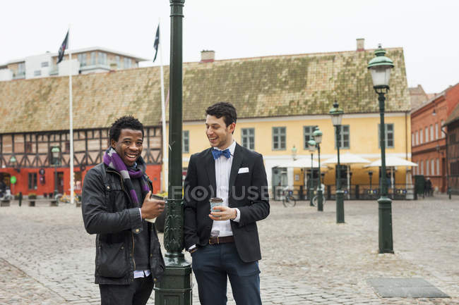 Men holding disposable coffee cups — Stock Photo