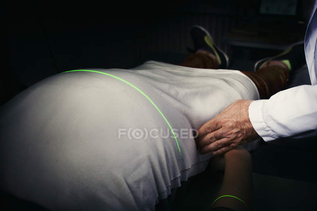 Doctor measuring the persons stomach — Stock Photo