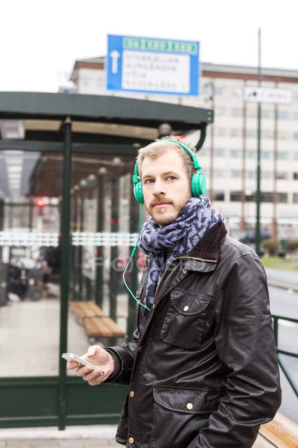 Man listening music — Stock Photo