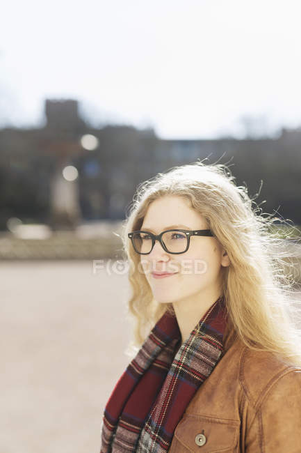Teenage girl wearing glasses — Stock Photo