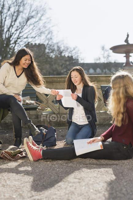 Жіночий студентів, що навчаються — стокове фото