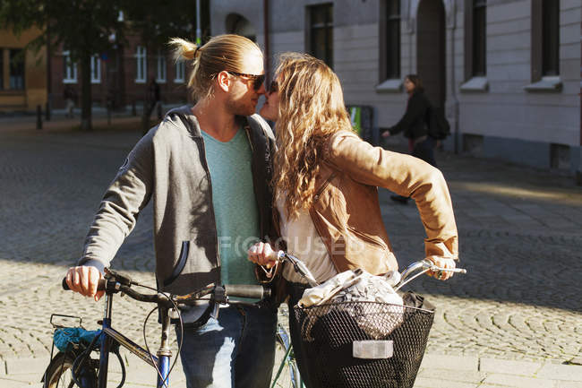 Young couple rubbing noses — Stock Photo