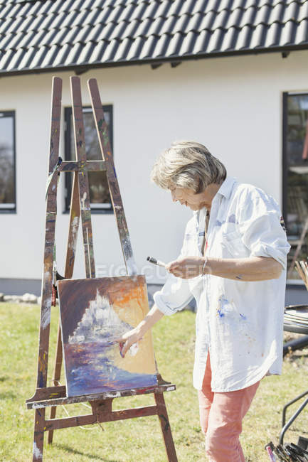 Senior female artist — Stock Photo