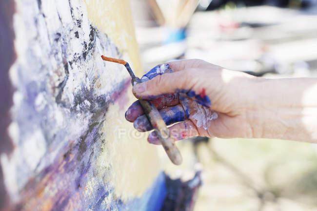 Artist using painting knife — Stock Photo